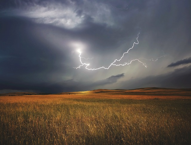 Jak o siebie zadbać w czasie burzy?